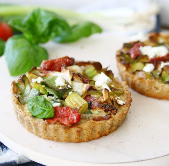 Herzhafte Tartelettes mit Lauch und getrockneten Tomaten