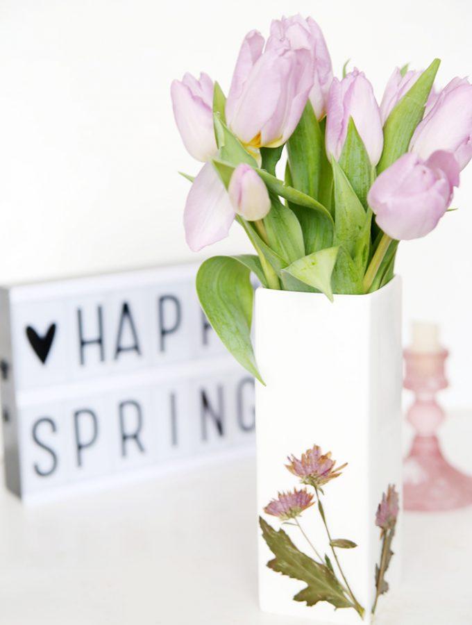 {DIY} Vase mit gepressten Blumen verzieren