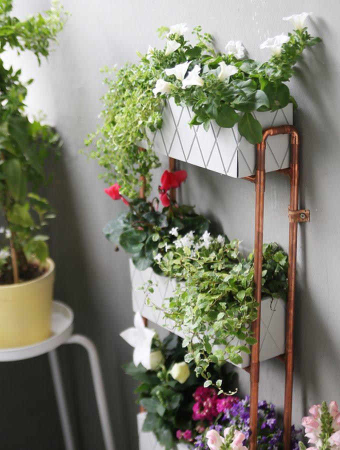 {DIY} Für kleine Balkons: Pflanzregal aus Kupferrohren selbstgemacht