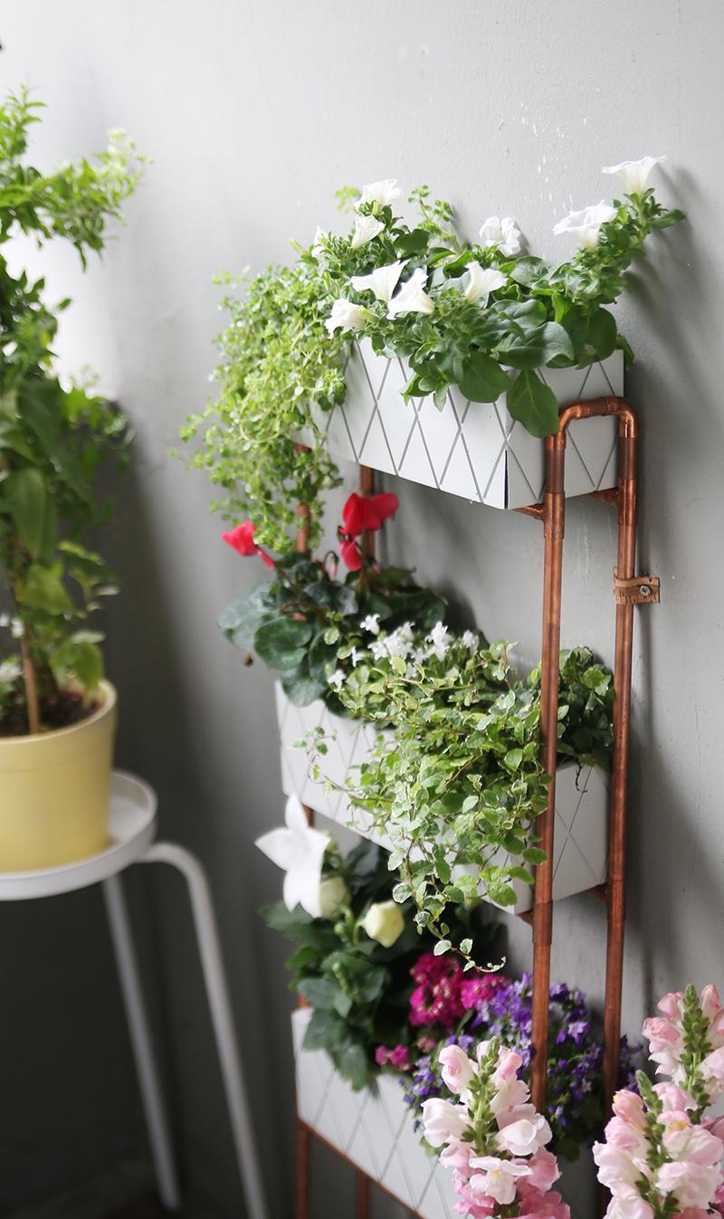 diy f r kleine balkons pflanzregal aus kupferrohren selbstgemacht mein feenstaub. Black Bedroom Furniture Sets. Home Design Ideas