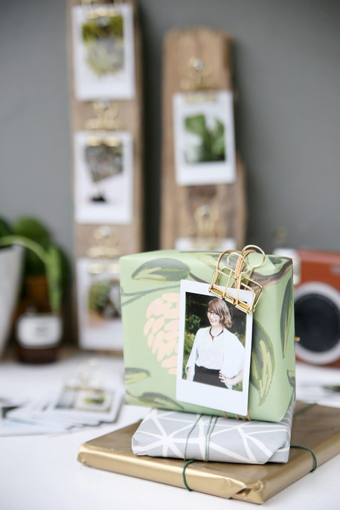 diy geschenkidee sofortbildaufsteller aus treibholz mit instax. Black Bedroom Furniture Sets. Home Design Ideas