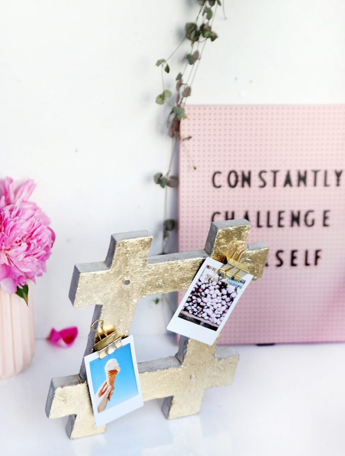 DIY: Hashtag-Notizhalter aus Beton mit Blattgold-Verzierung