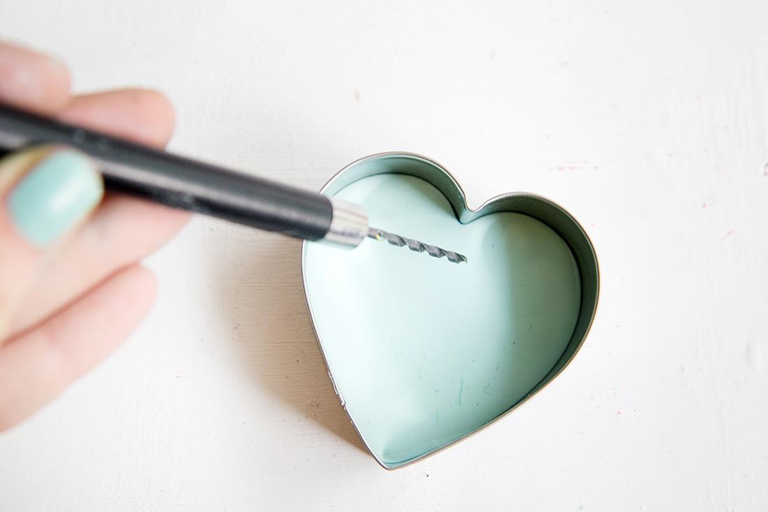 Kreative DIY-Idee zum Selbermachen: DIY Geschenk-Anhänger aus Fimo mit lieben Wünschen und Buchstaben-Stempeln selbermachen
