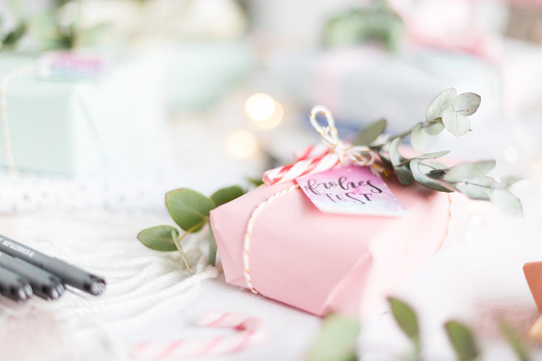 geschenkanhaenger-gifttags-weinachtslettering-diy-geschenke ...