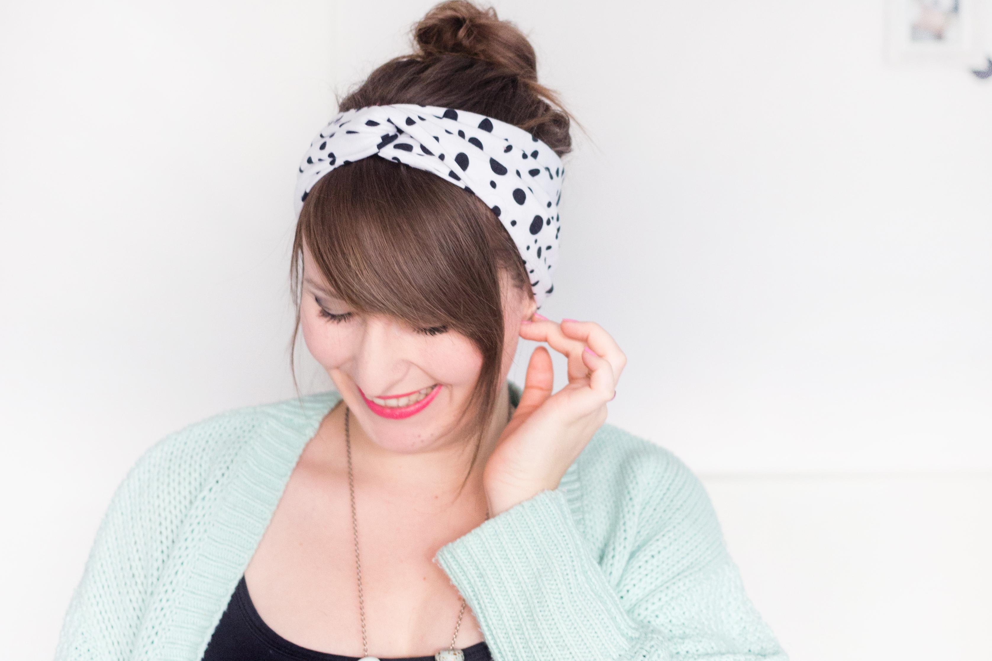 Kreative DIY-Idee zum Selbermachen: Einfaches Turban-Stirnband nähen - aus Jersey oder Sommersweat ganz einfach selbst genäht mit Step-by-Step-Anleitung