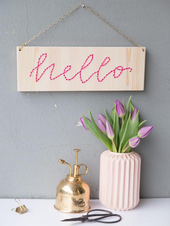 DIY: Lettering-Schild mit Stick-Schrift