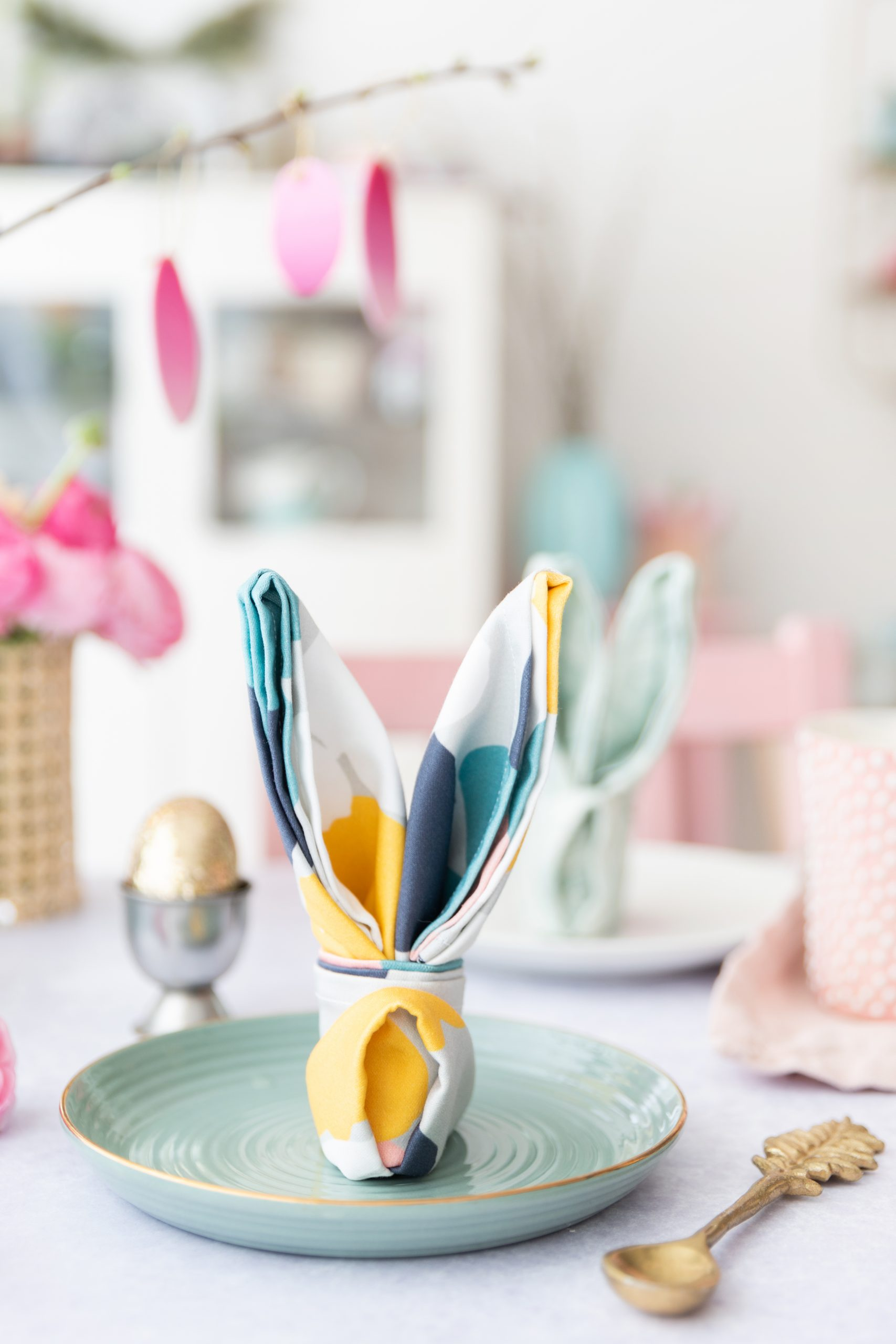 DIY: Osterhasen aus Serviette falten | Spoonflower & Wayfair-Event